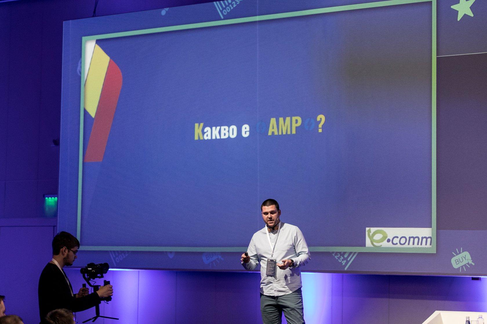 Никола Минков по време на представянето си на презентацията си за AMP