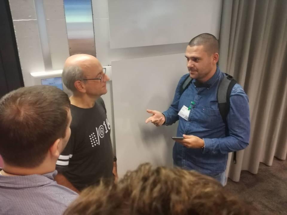 Никола Минков от Серпакт разговаря с Джон Мюлер от Гугъл