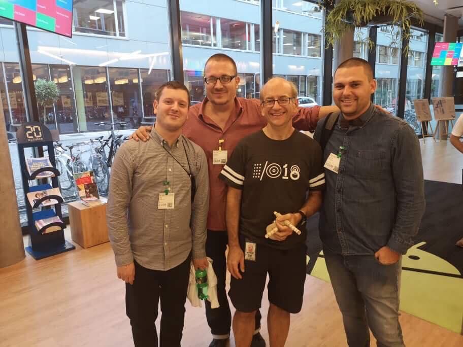 Екипът на Серпакт с Джон Мюлер от Гугъл